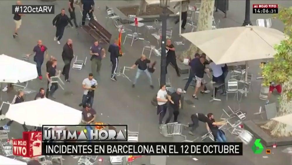 Brutal enfrentamiento a sillazos entre dos grupos de extrema derecha en Barcelona