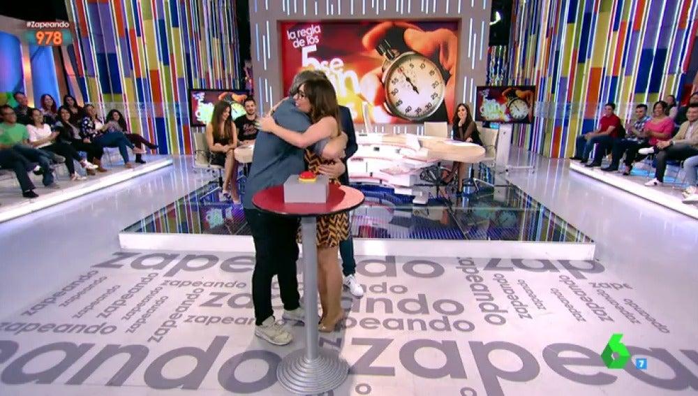 Ana Morgade y Miki Nadal abrazados