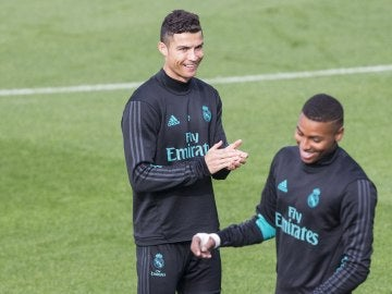 Cristiano Ronaldo, en el césped de Valdebebas