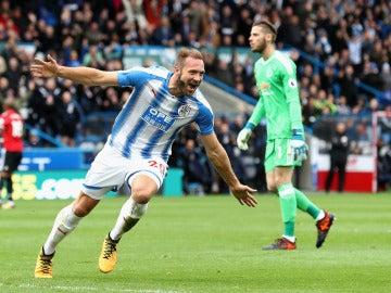 Laurent Depoitre celebra un gol ante David de Gea