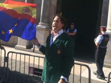 Álvaro de Marichalar frente al Palau de la Generalitat