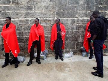 Inmigrantes rescatados por Salvamento Marítimo en aguas del Estrecho