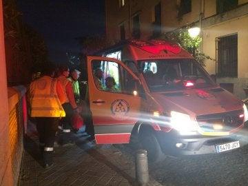 Samur-Protección Civil han atendido al hombre, lo han estabilizado y trasladado al hospital