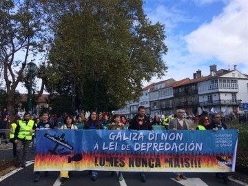 Miles de personas claman contra la política forestal de la Xunta, a la que exigen responsabilidades por los fuegos