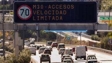 Un luminoso prohíbe la velocidad a más de 70 km/h en la vía de circunvalación de la M-30