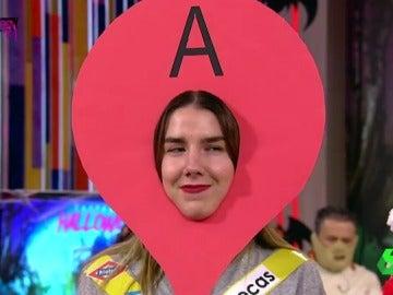 Chica vestida de Google maps