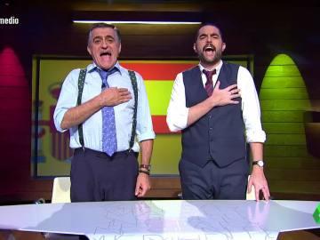 """El Intermedio canta a pleno pulmón """"la versión buena"""" del himno de España con la mano en el pecho"""