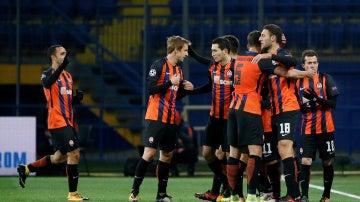 Los jugadores del Shakhtar celebran uno de los goles contra el Feyenoord