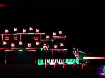Al compás de luces, música, calabazas e instrumentos: así decora su casa para Halloween un youtuber estadounidense