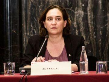 Ada Colau en una reunión con los cónsules de Barcelona._643x397