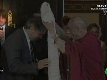 Puigdemont, el nuevo Dalái lama que vive en su propia república sintiéndose perseguido por la justicia española