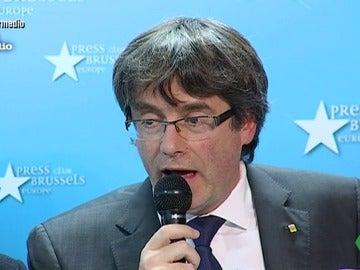 Carles Puigdemont cantando