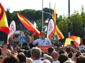 El presidente de Ciudadanos, Albert Rivera, junto a la líder de la oposición en Cataluña, Inés Arrimadas