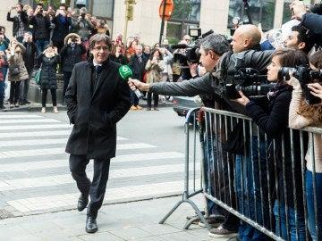 Carles Puigdemont, a su llegada al club de la prensa en Bruselas