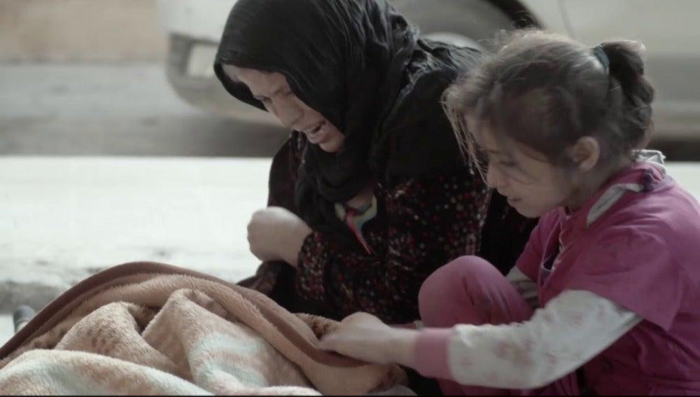 Heridos en Raqqa junto a un cuerpo