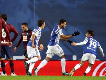 La Real Sociedad celebra un gol ante el Eibar