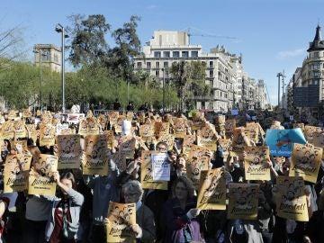 """Una pegada de carteles pide en Barcelona libertad para los """"presos políticos"""""""