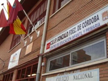 Imagen de la fachada del colegio público Gonzalo Fernández de Córdoba