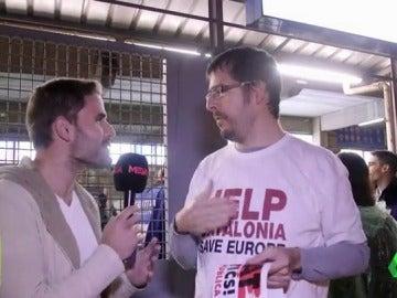 Aficionados del Barça se niegan a contestar en castellano