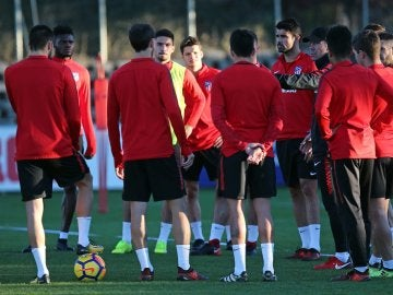 Koke y Carrasco regresan con el grupo