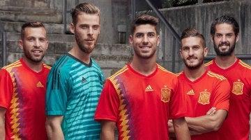 Los jugadores de la Selección posando con la nueva camiseta