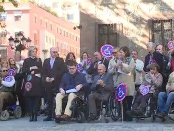 Manifestación a favor de la accesibilidad para las personas que van en silla de ruedas.