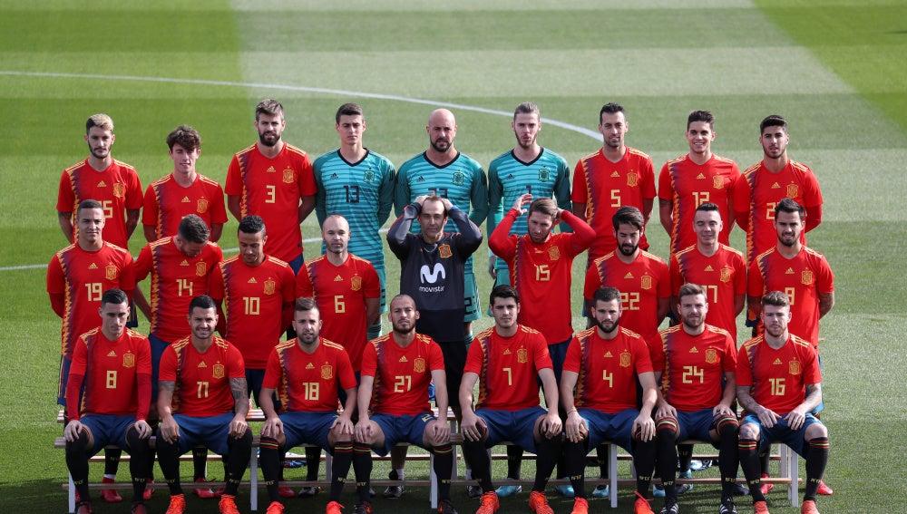 Los jugadores de la Selección posan con la nueva camiseta para el Mundial