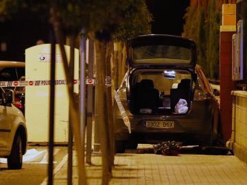 El coche en el que se ha suicidado el agresor