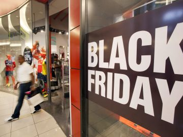 Un comercio celebra el Black Friday