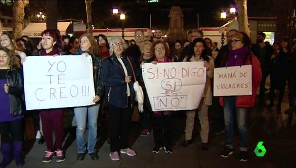 Concentración en Sevilla en apoyo a la víctima de la Manada