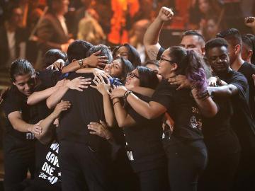 Un grupo de Dreamers acompaña a Alejandro Sanz en los Grammy