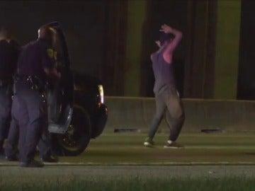 El divertido baile de un hombre antes de ser detenido por la Policía en Houston