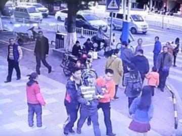 Momento en el que uno de los secuestradores es detenido en China.