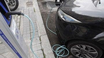 Foto de archivo de un coche eléctrico