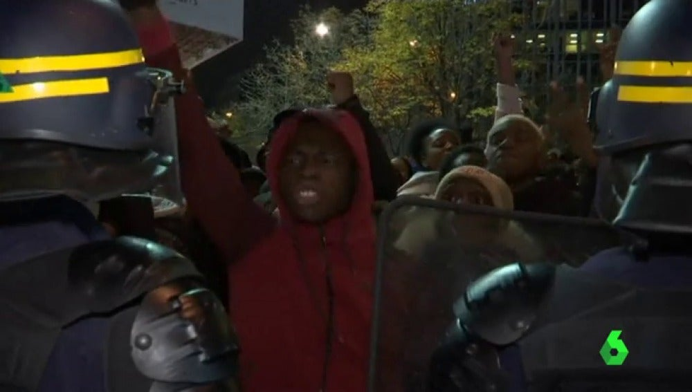 Inmigrantes protestan en París por la esclavitud en Libia