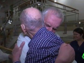 Superviviente del Holocausto de 102 años conoce a su sobrino