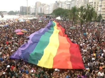 Las calles de Río de Janeiro se llenan de color para celebrar el 22º desfile anual LGTB