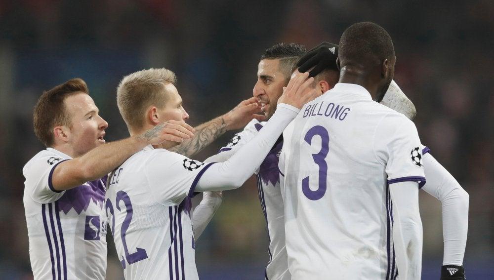 Los jugadores del Maribor celebran su gol ante el Spartak