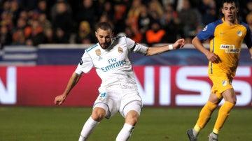 Karim Benzema se prepara disparar ante el APOEL