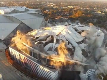 Momento del derrumbe del Georgia Dome