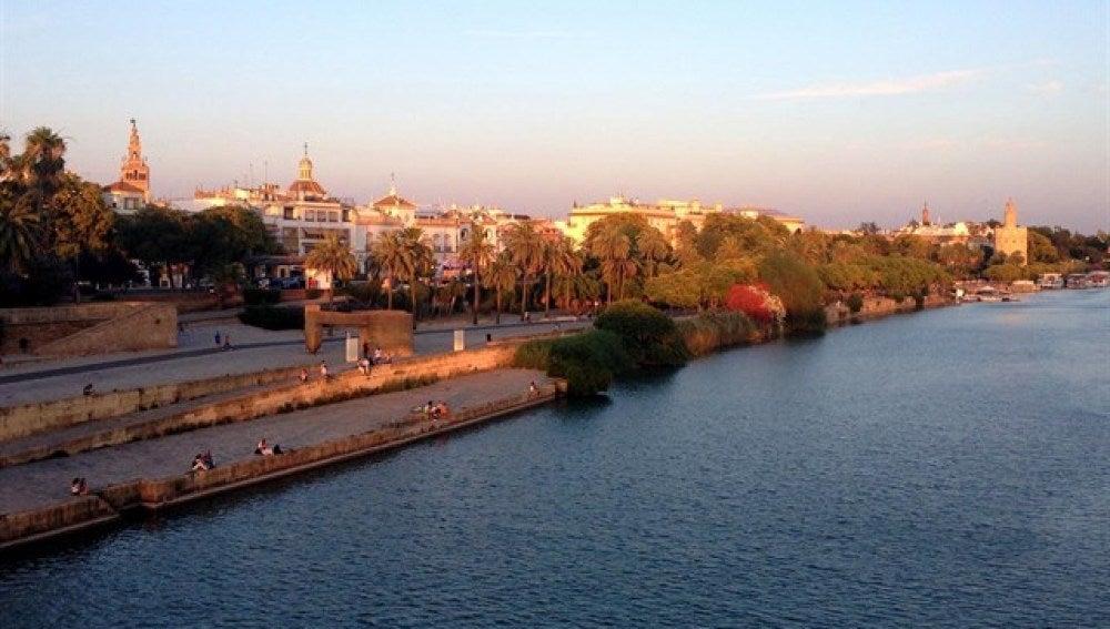 Calle Torneo de Sevilla, junto al Guadalquivir