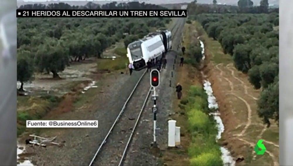 Imagen del tren tras descarrilar por las fuertes lluvias registradas