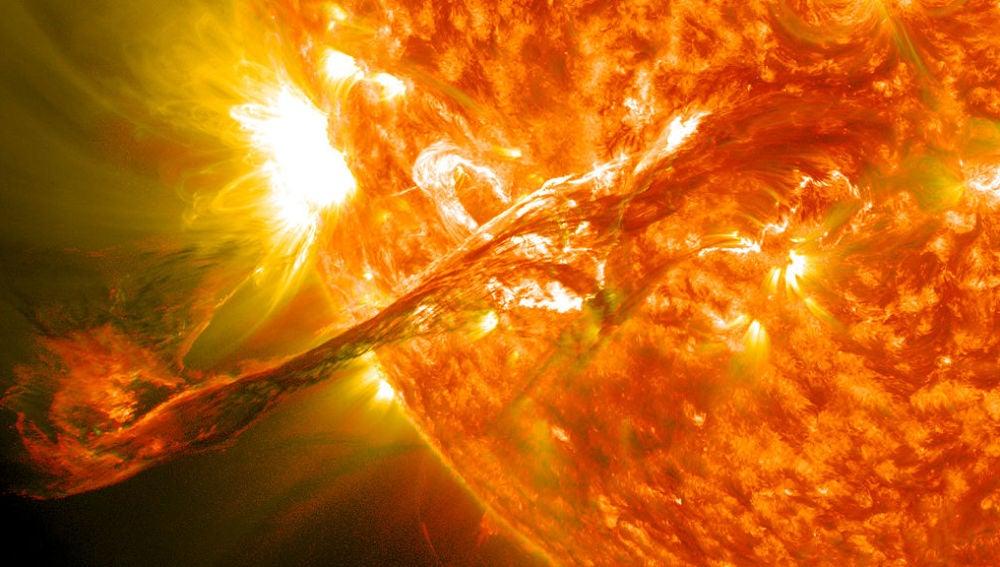 El Sol durante una ejección de materia estelar