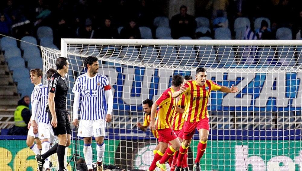 Los jugadores del Lleida celebran un gol en Anoeta