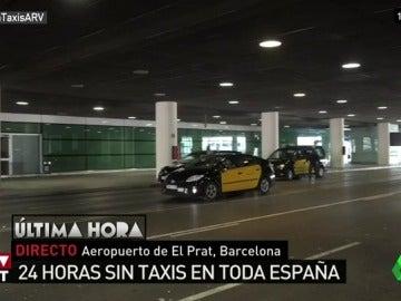 Desconcierto entre los turistas que llegan al aeropuerto de El Prat y Barajas por la huelga de taxis de 24 horas