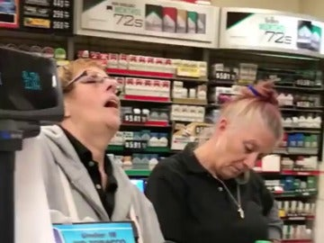 Un vídeo de dos cajeras totalmente drogadas desata las alarmas sobre el abuso de opiáceos en EEUU