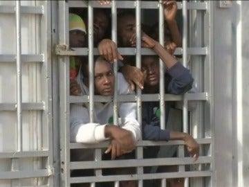 Al menos 3.800 migrantes serán repatriados de urgencia de Libia