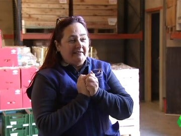 Leonor, beneficiaria y voluntaria del banco de alimentos