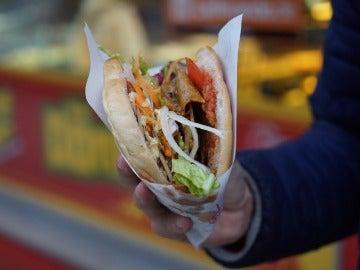Foto de un kebab, plato de origen turco