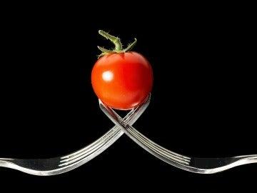 ¿Por qué el zumo de tomate nos puede saber tan bien en un avión?